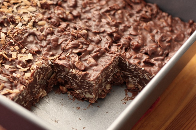 The only thing easier than making these no-bake chocolate desserts is eating them