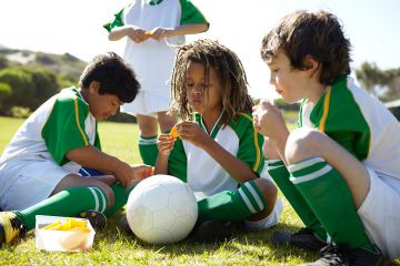 10 Healthy Team Snacks for Kids' Sports